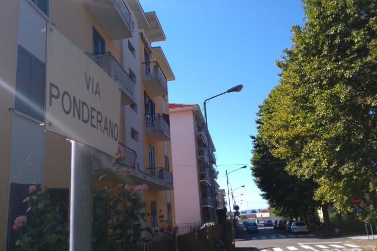 Via Ponderano ospita tre condomini di proprietà comunale