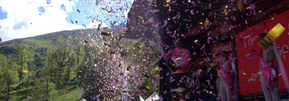 Tom Dumoulin festeggia la vittoria di Oropa